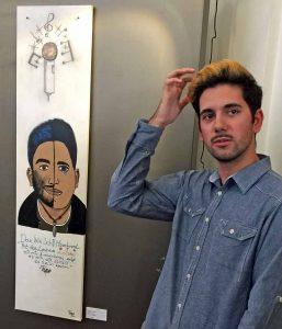 """Gaetano Carbone (18) mit seinem Bild """"Das bin Ich!"""""""