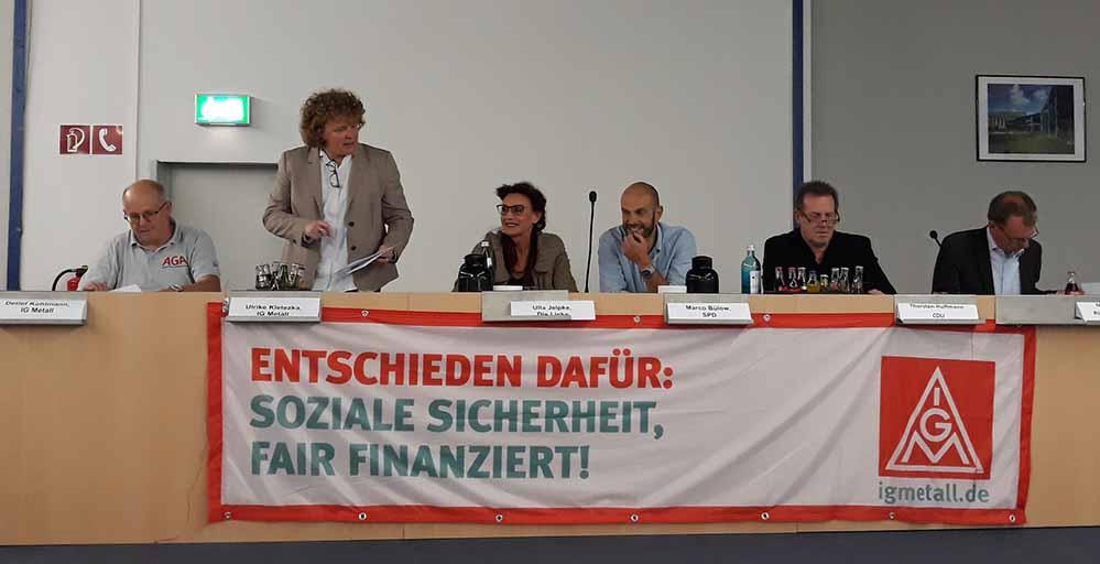Detlef Kohlmann (IGM), Ulrike Kletezka (IGM), Ulla Jelpke (Linke), Marco Bülow (SPD), Thorsten Hoffmann (CDU) und Markus Kurth (Grüne) während der Podiumsdiskussion auf der Westfalenhütte. Foto: Die Linke