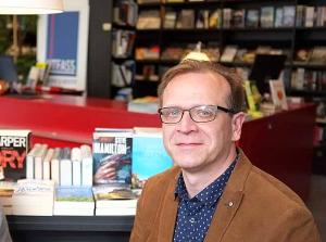 Karsten Schulz, Geschäftsführer der Buchhandlung Litfass, hofft auf mehr Toleranz des Ordnungsamts beim Ein- und Ausladen von Büchern.