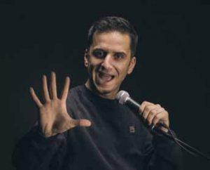 Özcan Coşar ist einer der gefragtesten und vielseitigsten Comedians Deutschlands.