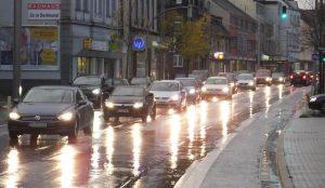 Weil die Landesstraße L663n nicht weitergeführt wurde, hält sich der Verkehr durch Asselner Ortskern.