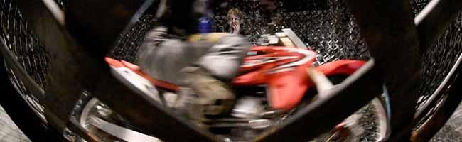 Selbstversuch in der Manege: Flic Flac Dortmund lädt Journalisten zum Ausprobieren ins Zirkuszelt ein