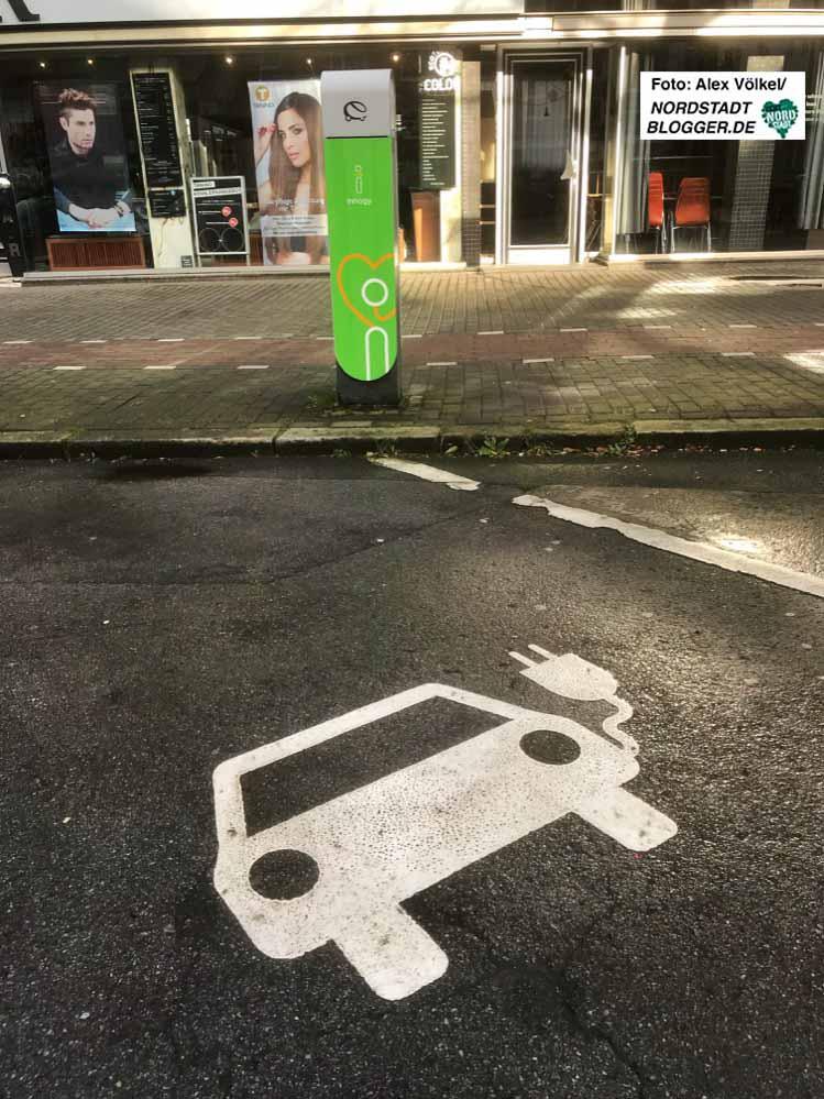 Wo diese Symbole zu sehen sind, dürfen nur EMobile parken. Fotos: Alex Völkel