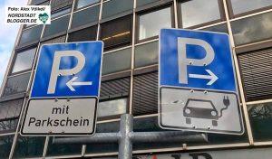Während Autos mit Verbrennungsmotoren zahlen müssen, parken eAutos in Dortmund kostenlos.