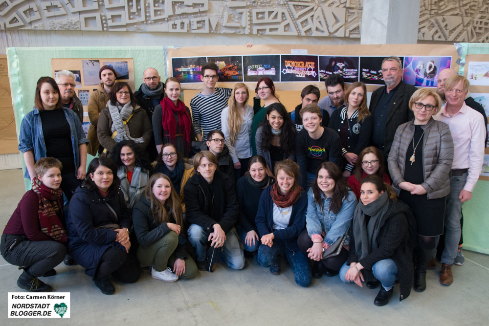 DemoCrazy: MitarbeiterInnen des Respekt-Büros, LeiterInnen der Workshops und einige TeilnehmerInnen. Fotos: Carmen Körner