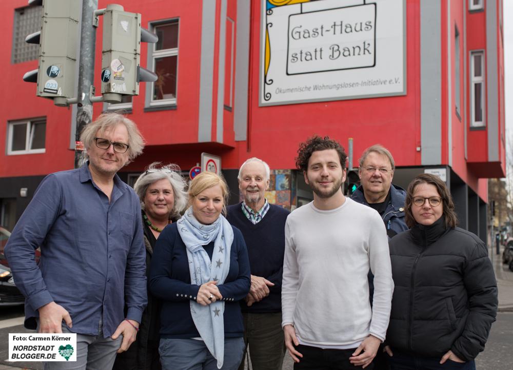 Von links nach rechts: Ulrich Langhorst; Barbara Blotenberg; Katrin Lauterborn, Leiterin des Gast-Hauses in Dortmund, Werner Lauterborn; Felix Banaszak, Landesvorsitzender der Grünen in NRW, Wolfgang Gurowietz, Svenja Noltemeyer