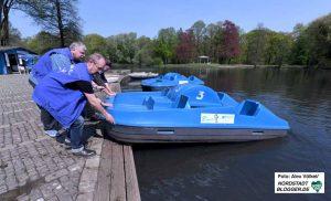 Die Diakonie-Mitarbeiter haben am Freitag die Boote zu Wasser gelassen.